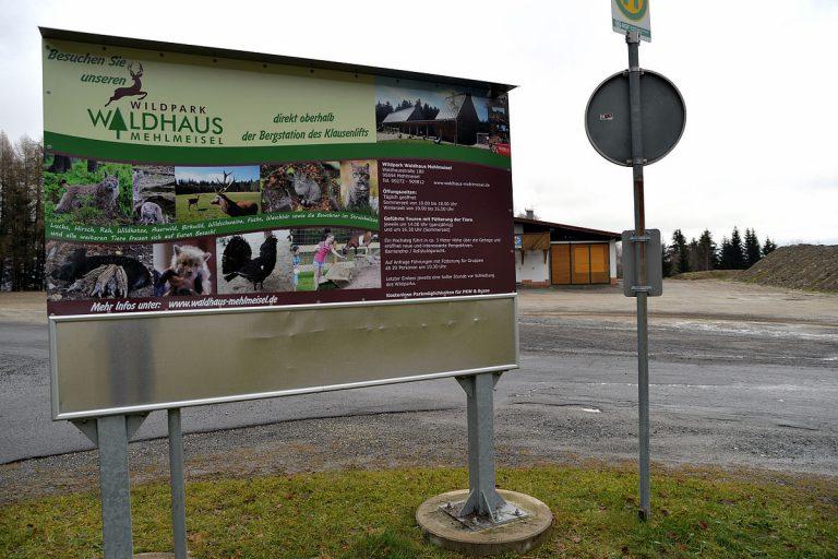 Zwei neue Werbetafeln für den Wildpark Waldhaus Mehlmeisel am Klausenlift im November 2014 erstellt (Druck U. Herrmann comPlott)