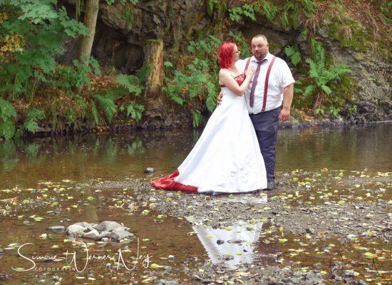 Brautpaar im Fluß