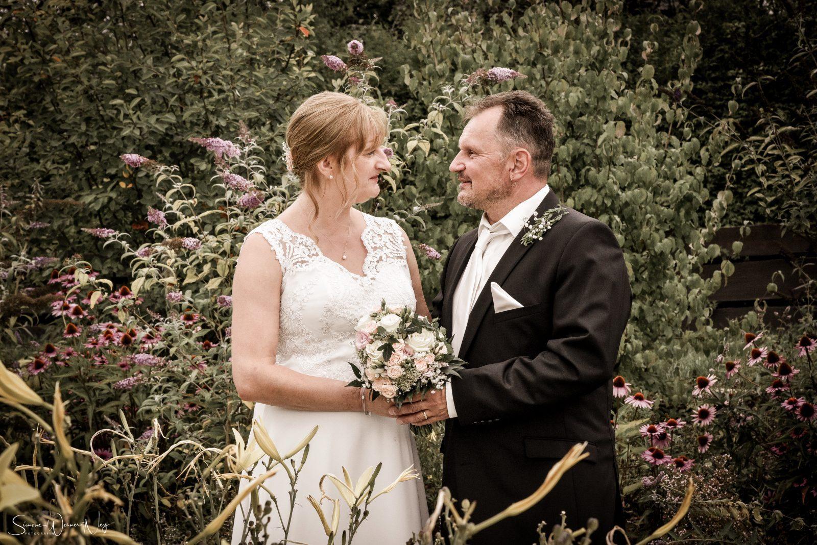 Hochzeitsfotos Kräutergarten in Nagel