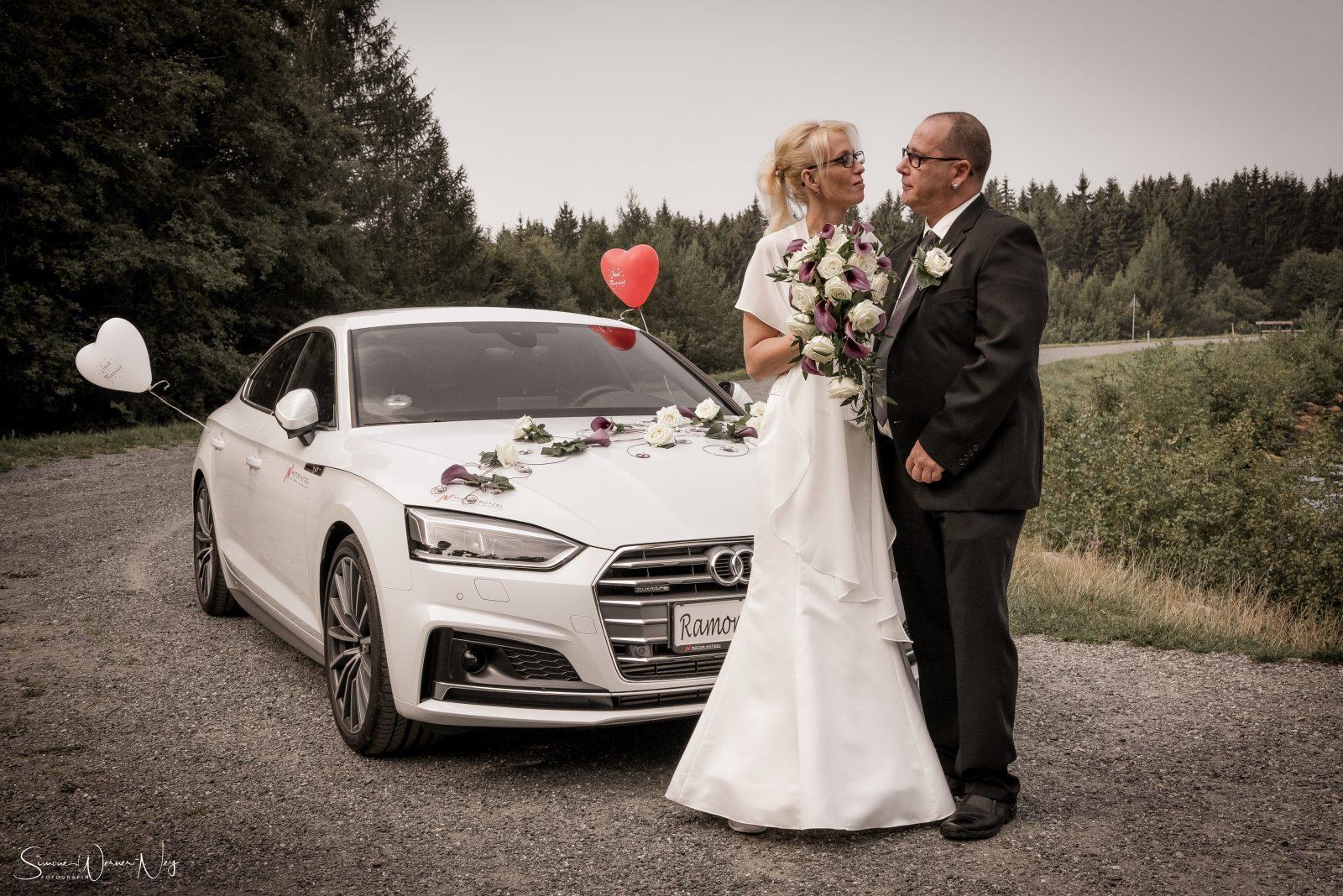 Hochzeitsfotos am Fichtelsee Brautauto
